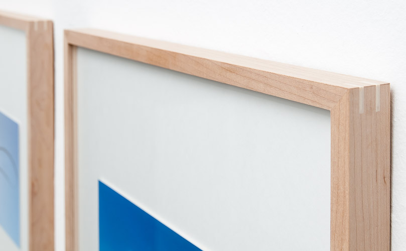 AIRLINES - FineArt-Print in Ahorn-Distanzrahmen - Detail
