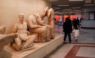 Metro-Station AKROPOLI, Attiko-Metro Athen. Kopien von Marmorskulpturen der Akropolis
